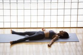 foto of corps  - Young woman practicing in a yoga studio - JPG