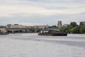 image of barge  - Tugboat pushing a heavy barge on the river in Moscow - JPG
