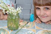 Dos chicas y flores
