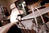 Постер, плакат: Стоматолог дрель и инструменты и Стоматологическое кресло