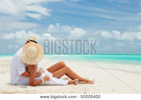 Постер, плакат: Пара на берегу моря, холст на подрамнике