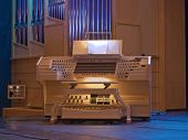 picture of organist  - Organ  - JPG