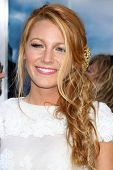 LOS ANGELES - JUN 15: Blake Lively arriving at the Green Lantern Premiere at Grauman's Chinese Theat