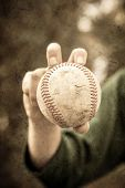 Knuckleball grip with vintage look