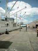 Reffer Vessel Unloading