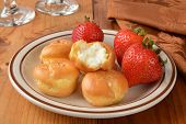 Cream Puffs With Strawberries