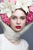 foto of  lips  - Beautiful girl in a headscarf in the Russian style - JPG