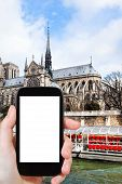 Постер, плакат: Tourist Photographs Cathedral Notre Dame De Paris