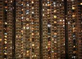 Wohnblock in der Nacht, Hong, Kong