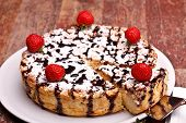 Pastel de queso decorado con Chocolate y fresas