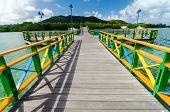 Islas y puente de color