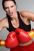 Chica de gimnasio de boxeo