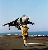 ABOARD THE USS KEARSARGE IN THE ADRIATIC SEA, 18 APRIL 1999 -- A United States Marine OV-8