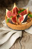 fresh tart or pie with figs, cream and mint
