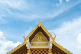picture of gable-roof  - Gable roof art with carvings - JPG