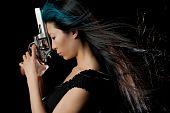 Asian Girl con pistola
