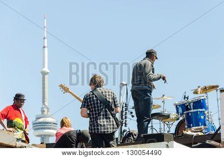 Street Artists Play On Instruments At Farmer\'s Market