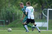 KAPOSVAR, Ungarn - AUGUST 27: David Pinter (weiss 14) in Aktion bei der ungarischen nationalen Champions