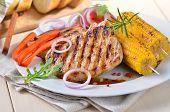 Bifes de carne de porco grelhada