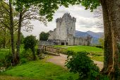 Ross Castle perto de Killarney, co. Kerry Irlanda