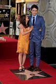 LOS ANGELES - 7 de MAR: James Franco, Betsy Franco en una ceremonia como James Franco es honrado con una estrella