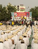 Saint Tarunsagar Addressing 1000 Gandhi Dressed Students