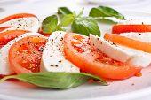 klassische Caprese Salat