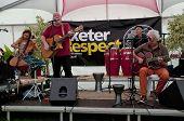 Exeter basierte-Band Schlammspringer, die live im akustischen Café an der Exeter respektieren festival