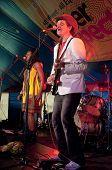 Nick von Exmouth basierte-Band Dakar audio clownfisch die live in die Welt-Zirkuszelt