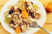 oat muesli with berries, healthy breakfast