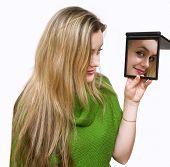 Olha em um espelho