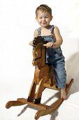 Постер, плакат: Мальчик на лошадь качалка