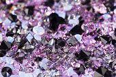 Постер, плакат: Малые фиолетовые драгоценные камни роскошь фона малой глубиной резкости