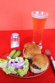 Schweinefleisch Grillen und Bier