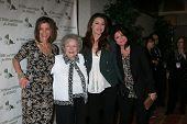 LOS ANGELES - APR 9: Wendie Malick, Betty White, Jane Leeves, Valerie Bertinelli  in the green room of