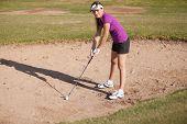 Golfista en una trampa de arena