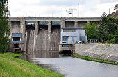 pic of dam  - view of the concrete dam - JPG