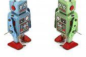 dois brinquedos de robô