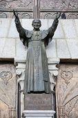 Estátua do Papa João Paulo II no Equador (Basílica del Voto Nacional em Quito, Equador)