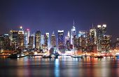 Mordern cidade noturna. New York City Times Square Manhattan Skyline no panorama da noite sobre Hudson