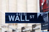 NEW YORK CITY - 8 de AUG: Wall Street, un metonym para los