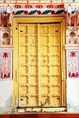 image of courtier  - Traditional indian door - JPG