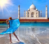 The young woman in a fluttering cape see on Taj Mahal