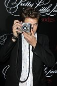 Zoey DeutchLOS ANGELES - MAY 31:  Keegan Allen at the