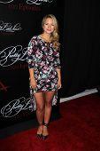 Zoey DeutchLOS ANGELES - MAY 31:  Vanessa Ray at the