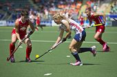 THE HAGUE, NETHERLANDS - JUNE 1: USA field hockey player Nichols defends whilst GBR striker Brey rushes towards goal during the Hockey World Cup 2014 in the match between England vs USA (1-2)