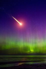 picture of comet  - Falling comet and Aurora Borealis - JPG