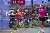 DAMANSARA - SEP 14: Low Wee Wern (Orange) spielt Raneem El Weleily in der Frauen-Halbfinale der C