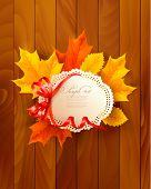 Tarjeta con hojas de un arco sobre fondo de madera. Vector.