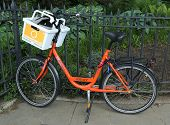 Orange Fahrrad in Brooklyn
